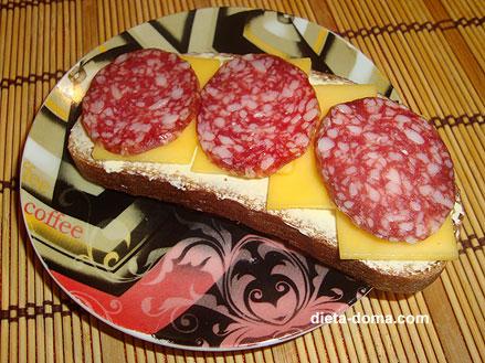 Рисунок бутерброда с колбасой и сыром