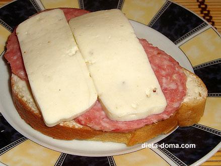 Бутерброд с вареной колбасой и сыром калорийность